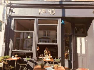 Cafe 40, Barnes